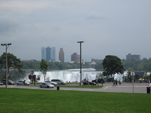 The falls seen from the Canadian side. The American city of Niagara Falls is in the background