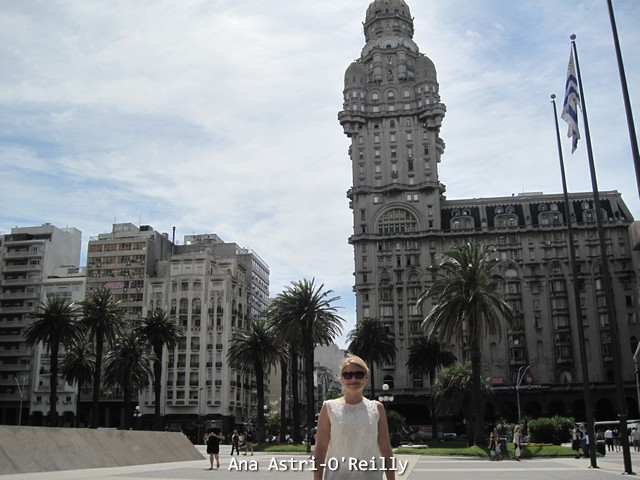 Plaza Independencia with Palacio Salvo in the background (right)