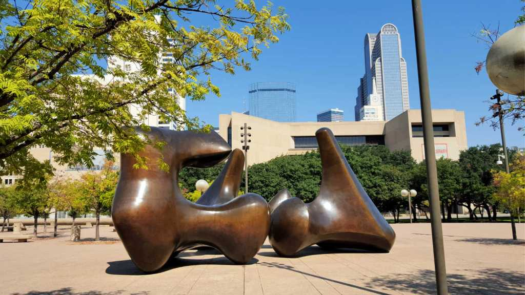 Henry Moore's sculptures in Dallas: a brief description of the artist's works in the city of Dallas displayed in museums and the City Hall.