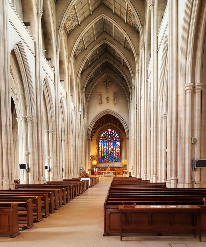 The London cathedrals you can't miss! London is rich in history and art, and you can experience both at the city's cathedrals. #London #travel #cathedral